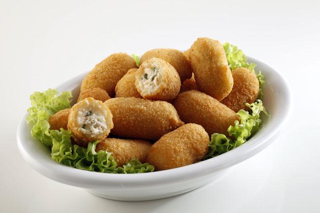 Mini croqueta rellenas con pollo al verdeo